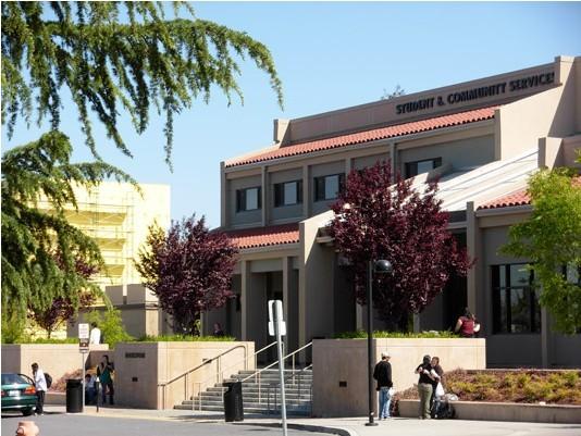 关键词:美国山麓-迪安萨学院社区学校简介车库别墅坡道图片