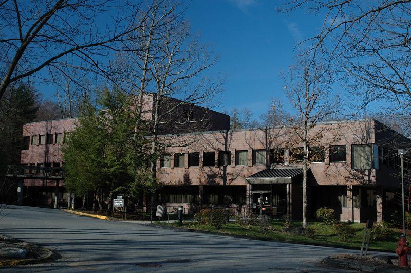 首页  海外院校库  美国麻省国际学院  校园风景            春季校园